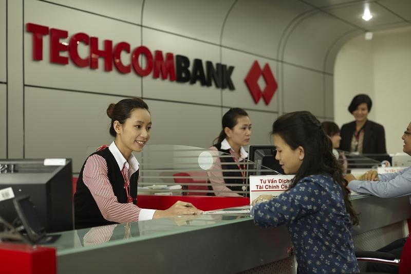 Tiếp xúc trực tiếp với khách hàng và nhận yêu cầu là 1 trong các nghiệp vụ của giao dịch viên ngân hàng