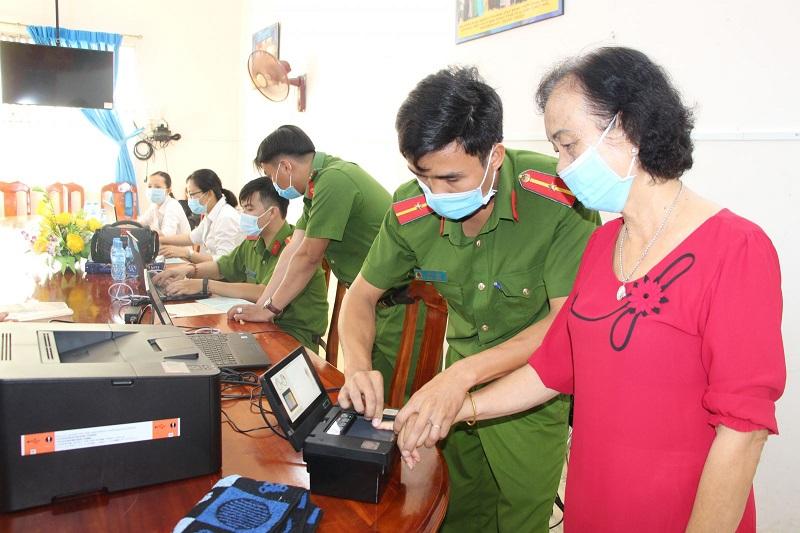 Công dân đăng ký làm thẻ căn cước theo thứ tự