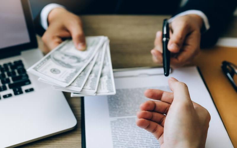 Khách hàng phải tuân theo những quy định đã đề ra để có thể rút tiền