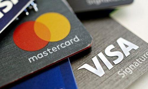 Nên dùng Visa hay Mastercard? Ưu nhược điểm của các thẻ này ra sao