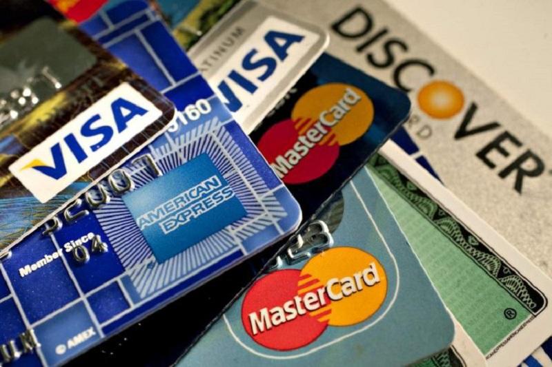 Rút tiền mặt bằng thẻ tín dụng là gì?