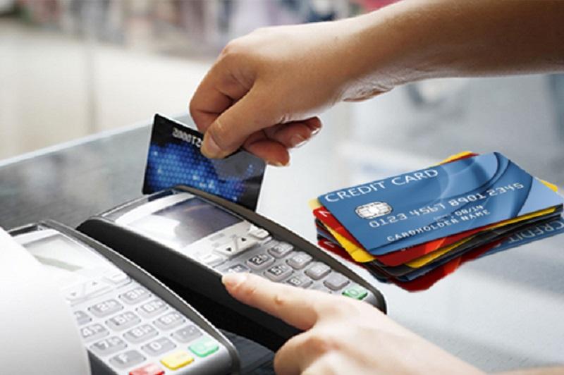 Có nên rút tiền mặt bằng thẻ tín dụng hay không? Ưu nhược điểm ra sao?